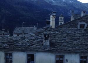 Die Beamer auf dem Dach in ihren Allwetterkisten