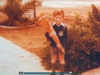 Back to Page One, Michel als kleiner Junge mit Zuckertüte